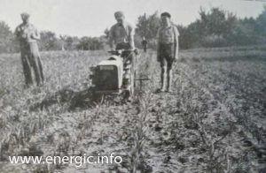 Energic motoculteur C7 B4L harrowing with onlookers www.energic.info
