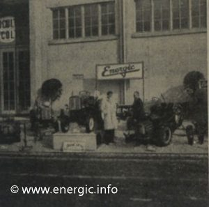 Energic agricole show 1958 exterior stands with Patissier personnel next to a motoculteur 409/411
