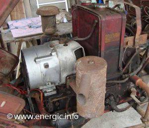 Energic tracteur 512 Diesel moteur, let side.