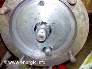 Energic motoculteur D9 S bloc Wheel hubs stripped out, cleaned ready for greasing www.energic.info